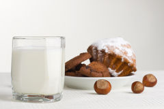 Milk and hazelnuts Royalty Free Stock Photography