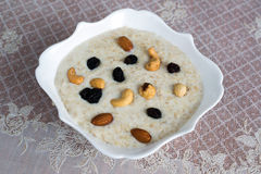 Milk oatmeal with nuts and raisins Royalty Free Stock Photos