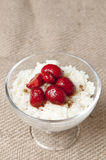 Milk and rice pudding with strawberries Royalty Free Stock Photos
