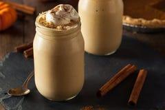 Milk shake caseiro do tarte de abóbora Imagens de Stock