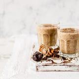 Milk shake da data com canela foto de stock royalty free
