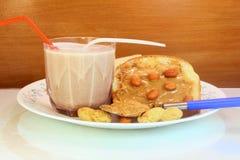 Milk shake do chocolate e pão amanteigado do amendoim Fotos de Stock