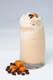 Milk-shake glacé de café avec le caramel Image stock
