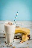 Milk shake ou batido da banana fotos de stock