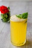 Milk shake persa do açafrão com folhas da manjericão Fotografia de Stock Royalty Free