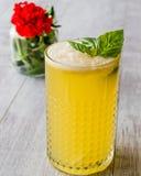 Milk shake persa do açafrão com folhas da manjericão Imagem de Stock Royalty Free