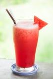 Milk-shake rouge de jus de fruit de pastèque Image stock