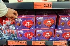 Milka czekoladowi serca w sklepie zdjęcie royalty free