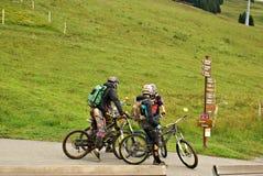 Milka Line en Saalbach, una pista del paseo para la familia entera, en las montañas de Kohlmais Foto de archivo