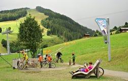 Milka Line i Saalbach, ett rittspår för den hela familjen, på de Kohlmais bergen Arkivfoto