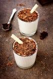 Milkshake με σκοτεινά tubules ξυρίσματος και γκοφρετών σοκολάτας Στοκ εικόνες με δικαίωμα ελεύθερης χρήσης