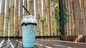 Milkshake στον πίνακα στοκ φωτογραφίες