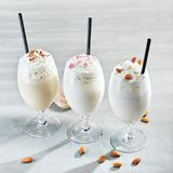 Milkshake στο γκρίζο υπόβαθρο στοκ εικόνες με δικαίωμα ελεύθερης χρήσης