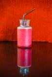 Milkshake клубники и красная предпосылка Стоковые Фотографии RF