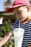 milkshake мальчика выпивая Стоковое Фото