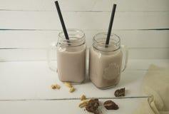 Milkshake шоколада на белой предпосылке стоковая фотография