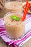 Milkshake (chokolate- och banansmothie) Fotografering för Bildbyråer