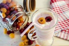 Milkshake con las frambuesas Imagen de archivo