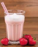 Milkshake de fraise Photos stock