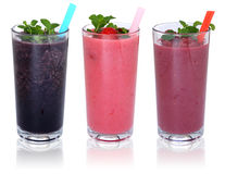 Milkshake de jus de fruit de Smoothie avec des fruits dans une rangée d'isolement Photos libres de droits