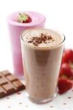 Milkshake do chocolate e da morango fotos de stock