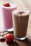 Milkshake do chocolate e da morango fotografia de stock