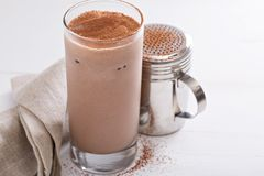 Milkshake froid de chocolat photos libres de droits