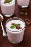 Milkshake med jordgubben, choklad och mintkaramellen Fotografering för Bildbyråer