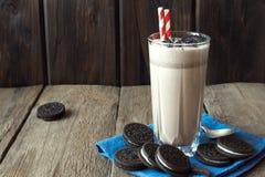 Milkshake med kakor Arkivfoto