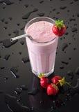 Milkshake met aardbeien Royalty-vrije Stock Foto