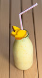 Milkshake met mango Stock Foto