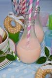 Milkshakes i macarons Zdjęcie Royalty Free