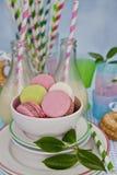 Milkshakes i macarons Zdjęcia Royalty Free