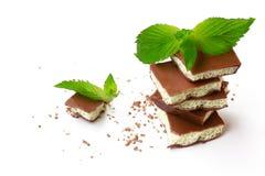 Milky пористый белый и темный шоколад на белой предпосылке Стоковое Изображение RF