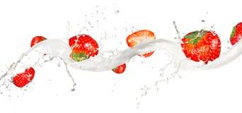 Milky jordgubbar Royaltyfri Fotografi