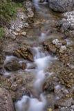 Milky rzeka z złotymi skałami Fotografia Royalty Free