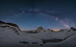 Milky sposób nad górami Fotografia Royalty Free