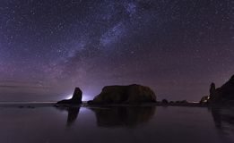 Milky sposób przy Bandon plażą, Oregon obraz stock
