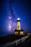 Milky sposób przy Gołębią punkt latarnią morską, Pescadero, Kalifornia zdjęcie royalty free