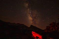Milky sposób w górach fotografia stock