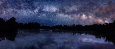 Milky sposób nad jeziorem Zdjęcia Stock
