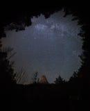 MILKY sposobu niebo W lesie Fotografia Stock