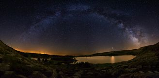Milky Way arch over Laguna Grande in Neila, Burgos Stock Photography