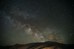 Milkyway över det Tianshan berget arkivfoton
