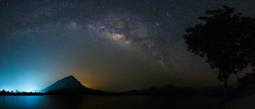 Milkyway über Reservoir Lizenzfreies Stockbild