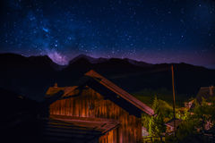 Milkyway au-dessus d'Alvaneu Photographie stock