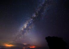 Milkyway galax på Borneo natthimmel Arkivfoton