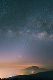 Milkyway no céu noturno Imagens de Stock