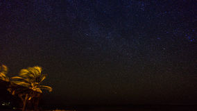 Milkyway ovanför tusen dollarkajman Royaltyfri Fotografi