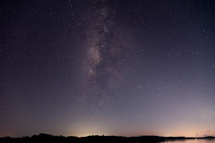 Milkyway sobre o lago Imagem de Stock Royalty Free